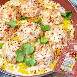 Кюфтета с бял млеен сос приготвени от смляно месо кайма