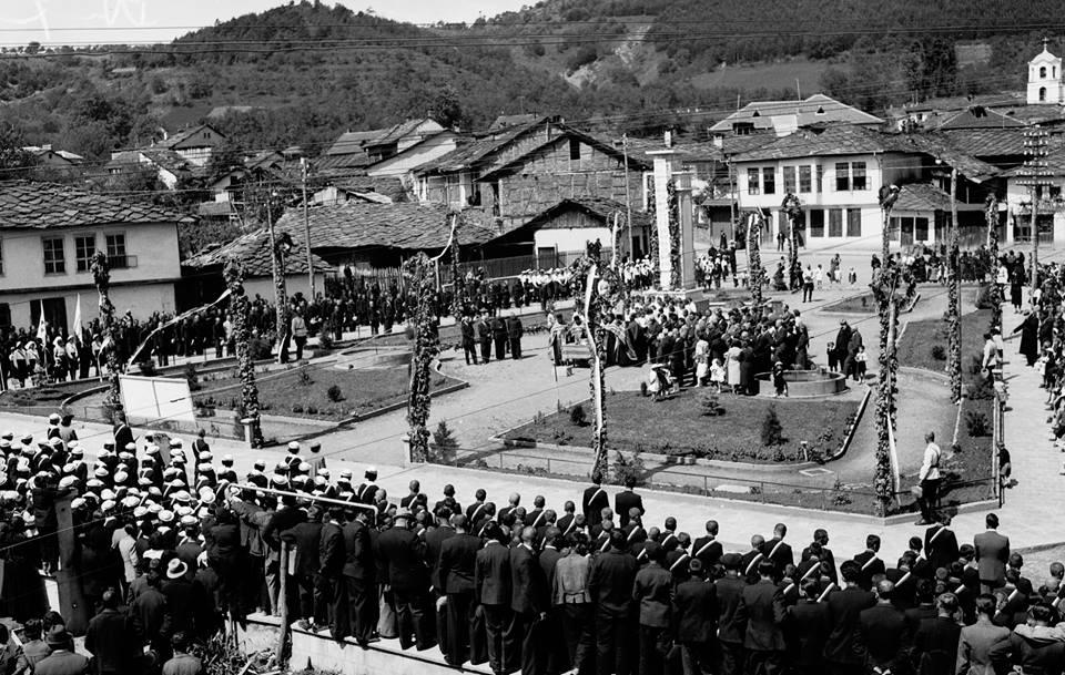 площада на град Троян в миналото