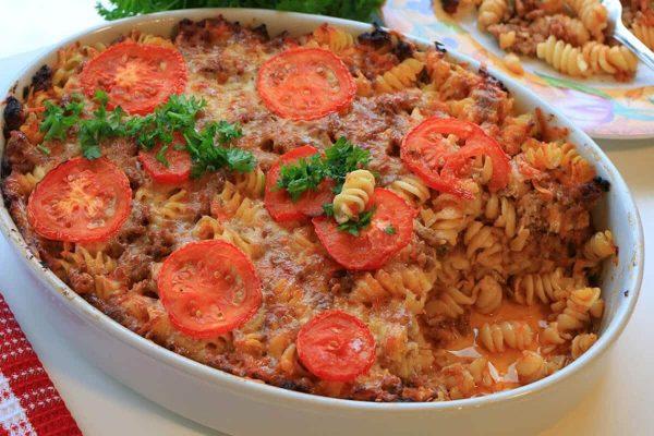 макарони с кайма и доматен сос на фурна