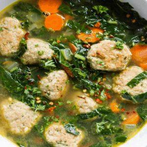 Супа топчета с коприва и лапад