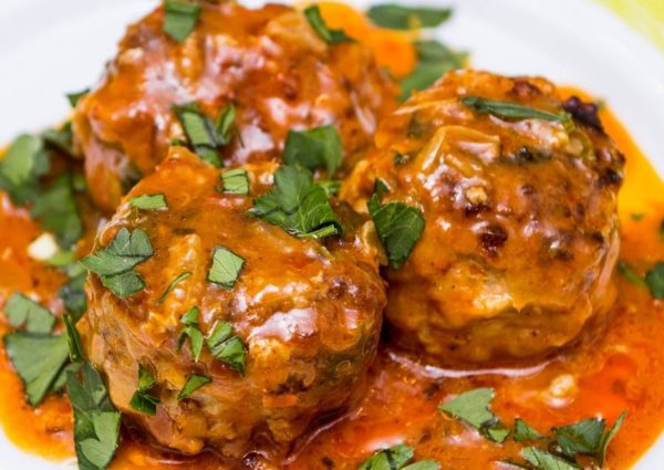 Рецепта за варени кюфтета с винен сос по Троянски